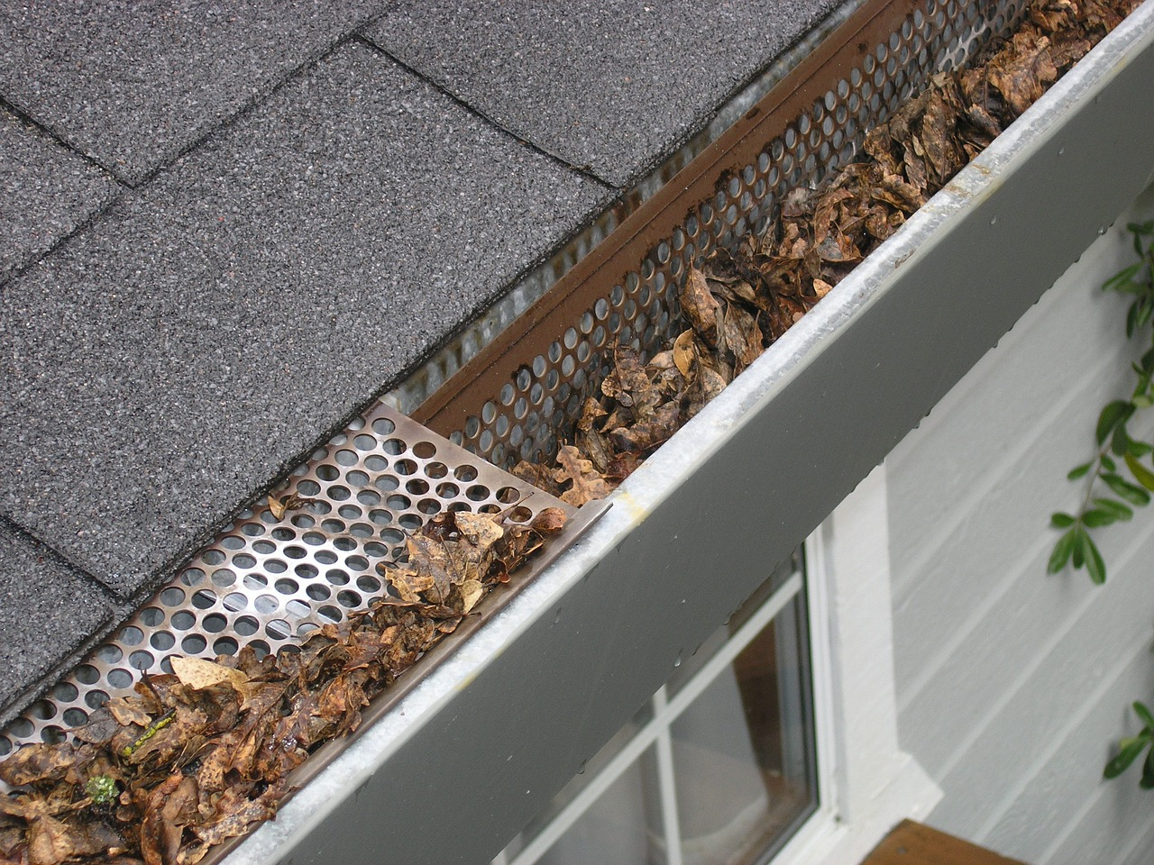gutter cleaning services hillassistance landscaping llc